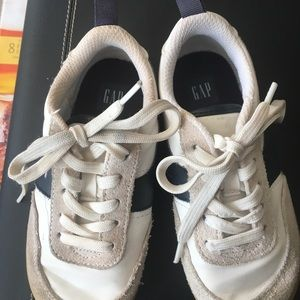GAP boys sneaker size 10 great condition